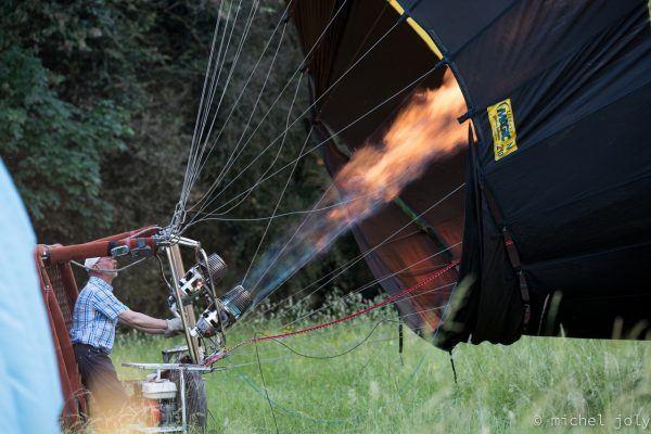 Brûleur de la montgolfière en action