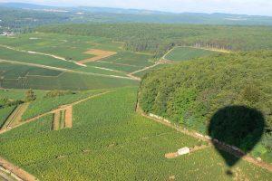 Vol en Montgolfière au-dessus des Climats du Vignoble de Bourgogne près de Savigny-les-Beaune