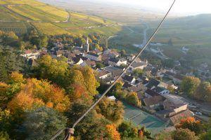 (Français) En montgolfière au-dessus de Pernand-Vergelesses un jour en automne.