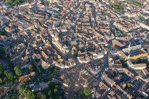 Hospices de Beaune, Collégiale Notre-Dame et coeur historique de Beaune vus de la montgolfière