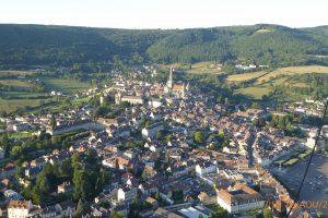 Promenade en montgolfière au-dessus d'Autun et de la cathédrale Saint-Lazare