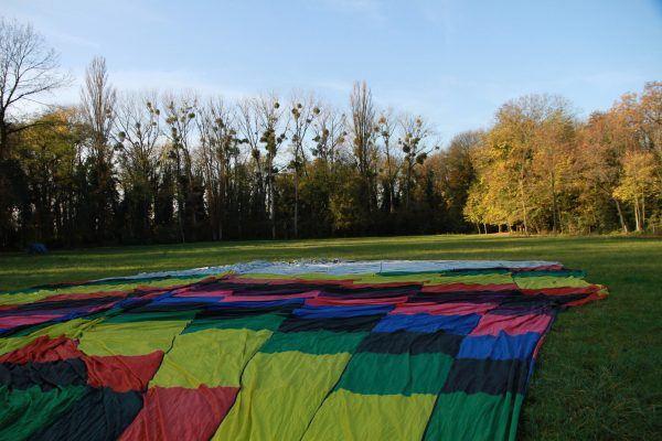 Enveloppe de la montgolfière prête pour le gonflement
